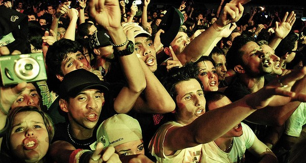 Brazillian crowd at a music concert